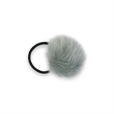 Pom pom pels med hårelastik - grå fra N/A fra fashiongirl